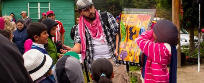Juan Pablo Medina hosts an IMBD event in Mexico, teaching rural communities about bird conservation.